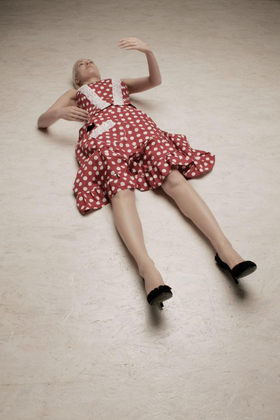 Kleid mit Punkten Fragile