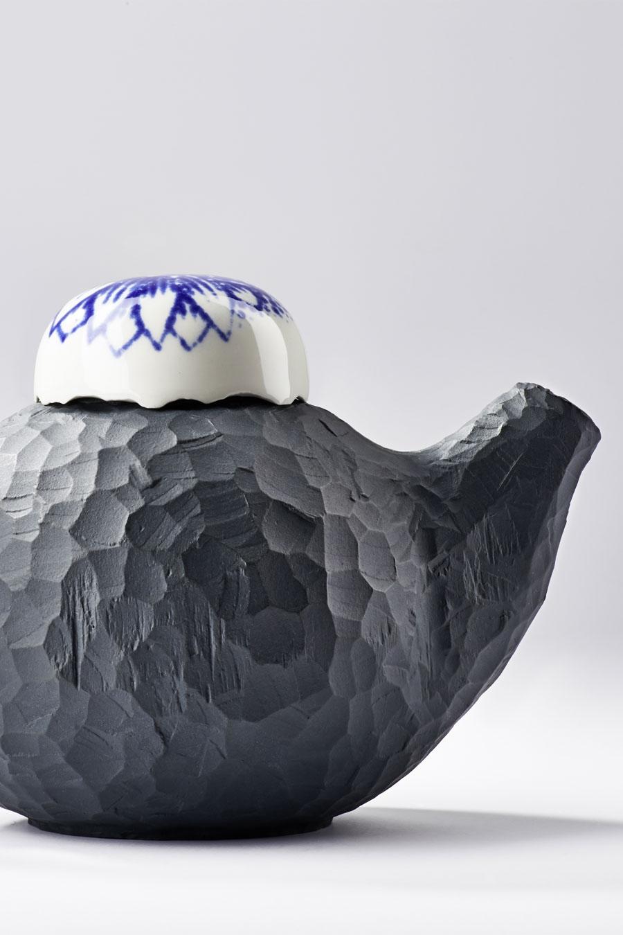 Teekanne mit weißem Deckel Traces